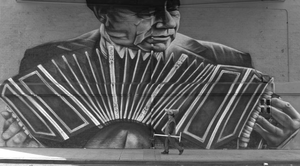 2 Mural. Bandoneón