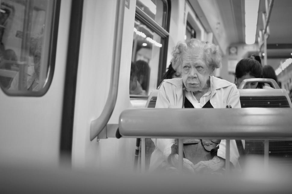 5 señora en el tren