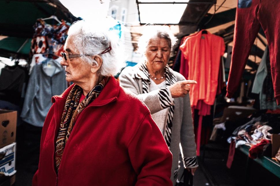 directions rynek 2 ladies red.jpg